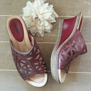 Earth Sugarpine Regal Red Leather Wedge Sandals